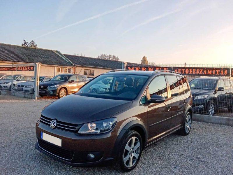 VOLKSWAGEN Cross TOURAN 2.0 CR TDI (2011) ELADVA